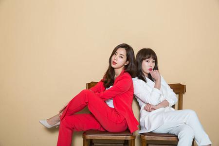 韓国映画「非正規職特殊要員」の女優カン・イェウォン(36)とハン・チェア(34)が映画週刊誌「Mカバーストーリー」のグラビアを飾った。(提供:OSEN)