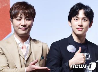 """韓国アイドルグループ「ZE:A」のメンバーで俳優としても活躍しているシワンが、先輩俳優チン・グと""""ワン・グカップル""""になりたいとアピールした。(提供:news1)"""