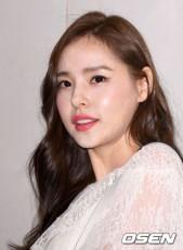 JYPエンターテインメントと専属契約が満了した韓国女優ミン・ヒョリン(31)が新たな所属事務所との契約を控えている。