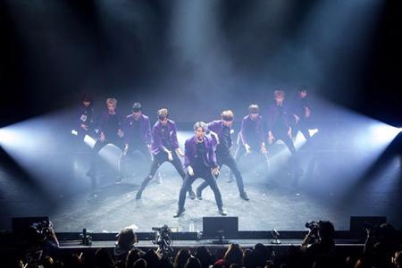 韓国アイドルグループ「SF9」が日本デビュー記念のショーケースを開催し、大盛況で終えた。(提供:OSEN)
