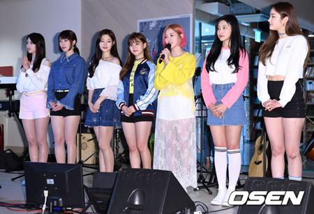 韓国ガールズグループ「DIA」が今月6日に公開したトロット曲「you are my flower(花、月、酒)」が、韓国最大の音源サイトMelonのトロットジャンルで1位を獲得した。(提供:OSEN)