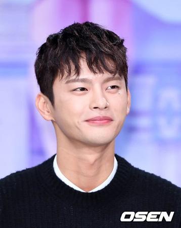 """韓国歌手ソ・イングク(29)が現在も""""待機中""""だ。"""