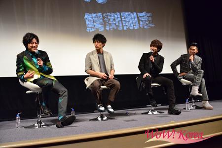 左から大東駿介、平埜生成、「超新星」ユナク、村上淳