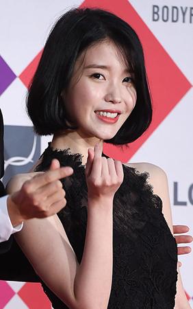 歌手IUが、番組出演なしで「SHOW CHAMPION」で1位になった。(提供:OSEN)