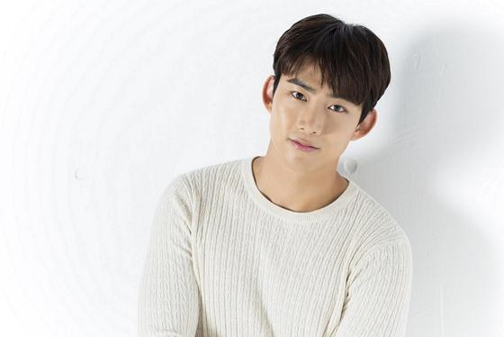 """テギョン(2PM)、キム・ソヒョンとの""""11歳差カップル""""にお似合いと自信満々!"""