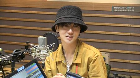 韓国アイドルグループ「SUPER JUNIOR」のメンバー、イェソン(32)が軍入隊を控えているキュヒョン(29)が快くフィーチャリングを承諾したことを明かした。(提供:OSEN)