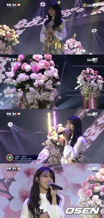 韓国ガールズグループ「Apink」メンバーのウンジが、音楽番組「THE SHOW」でソロで発表した新曲を披露した。(提供:OSEN)