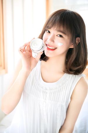 韓国ガールズグループ「gugudan」セジョン(20)が化粧品広告のモデルに抜てきされた。(提供:news1)