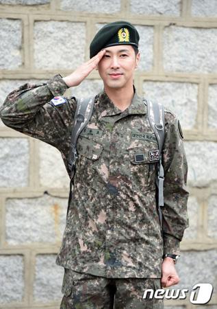 韓国アイドルグループ「東方神起」ユンホ(31)が20日、除隊した中、SMエンタテインメント側が「ユンホの多様な活動を議論中だ」と述べた。(提供:news1)