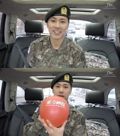 韓国ボーイズグループ「東方神起」メンバーのユンホが、ファンに向けて改めて除隊のあいさつをした。(提供:news1)