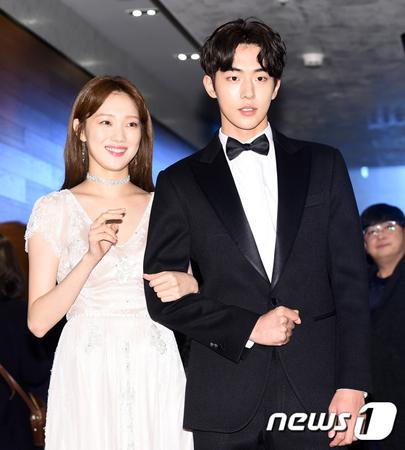 韓国女優イ・ソンギョンと俳優ナム・ジュヒョクが交際を認めた。(提供:news1)