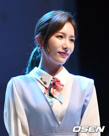 韓国ガールズグループ「LABOUM」メンバーのソヨンが、鼻からの出血が多量のため生放送終了後すぐに病院に向かった。(提供:OSEN)