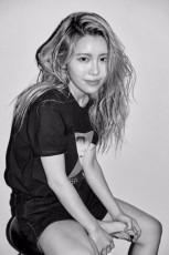 韓国歌手SURANが音源チャート1位を席巻した。(提供:news1)