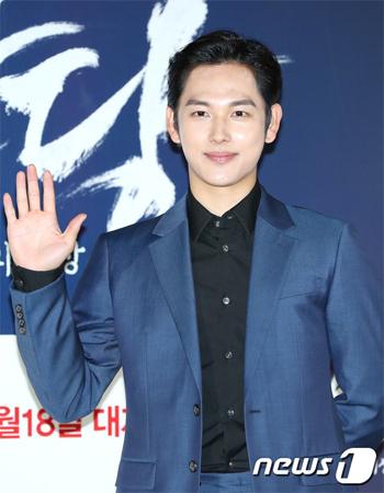 韓国俳優イム・シワン(28)が兵務庁から出国許可を受けた。