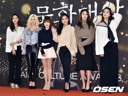 韓国ガールズグループ「T-ARA」メンバーのソヨンとボラムが、所属事務所に一方的にコンサート不参加の意思を通告したという。(提供:OSEN)