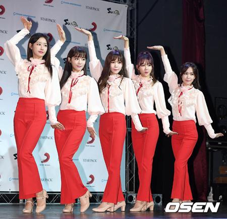 韓国ガールズグループ「CRAYON POP」が、最後の活動スケジュールを公開した。しかし所属事務所は解散に関して保留という立場をとった。(提供:OSEN)