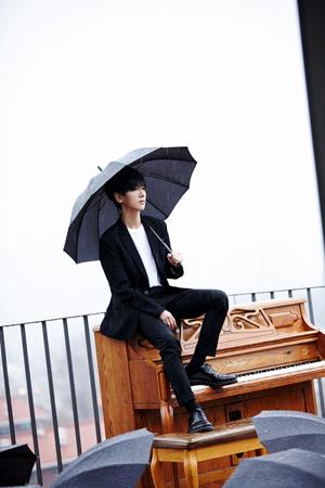 韓国ボーイズグループ「SUPER JUNIOR」メンバーのイェソンが、コンサート中に涙を見せた。(提供:OSEN)
