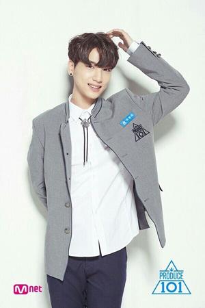 韓国・Mnet「プロデュース101(PRODUCE 101) シーズン2」(男性版)出身チュ・ウォンタク(21)がファンに感謝のメッセージを送った。(提供:OSEN)