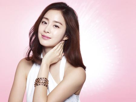 韓国女優キム・テヒ(37)がRain(ピ)との結婚後、約4か月ぶりに公式の場に登場する。(提供:OSEN)