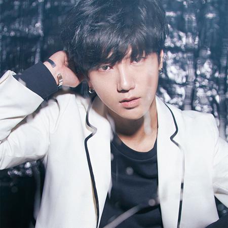 「SUPER JUNIOR」のメンバー、イェソン(32、YESUNG)が待望の日本2ndソロシングルをリリースすることが決定した。(オフィシャル)