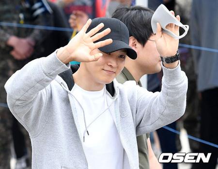 韓国俳優チュウォン(29)が本日(16日)、軍に入隊した。