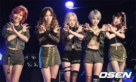 韓国ガールズグループ「BULLDOK」メンバーのヒョンウンが脱退し、4人組となる。(提供:OSEN)