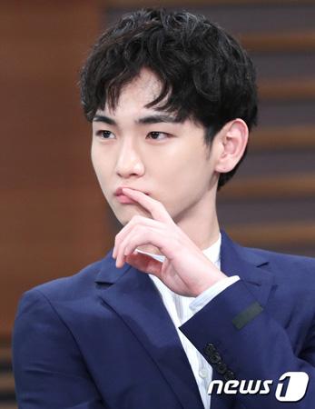 韓国アイドルグループ「SHINee」キー(25)が俳優活動をする上で本名キム・ギボムを使用しない理由を明かした。