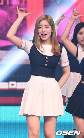 韓国SBSの音楽番組「人気歌謡」側が、ジニョン(GOT7)の代わりにダヒョン(TWICE)がスペシャルMCとして出演することを明らかにした。(提供:OSEN)