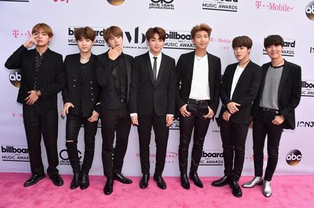 韓国アイドルグループ「防弾少年団」が「2017 Billboard Music Awards」で「Top Social Artist」賞を受賞した。(提供:OSEN)