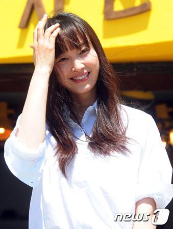 女優イ・ナヨン、映画「ビューティフルデイ」のオファー受け検討中(提供:news1)