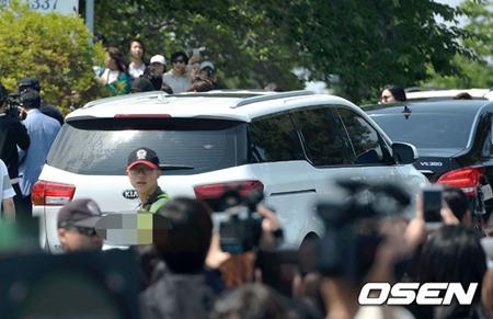 25日、韓国アイドルグループ「SUPER JUNIOR」キュヒョン(29)が忠清南道(チュンチョンナムド)論山(ノンサン)陸軍訓練所に入所した。