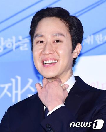 韓国俳優チョンウ(36)がFNCエンターテインメントと再契約を締結した。