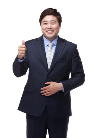 韓国の野球解説者ヤン・ジュンヒョクがnhemgと専属契約を締結し、新たなスタートを切る。