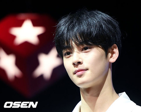 """韓国アイドルグループ「ASTRO」チャ・ウヌが""""顔の天才""""という修飾語に対する心境を打ち明けた。(提供:OSEN)"""