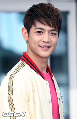 韓国アイドルグループ「SHINee」ミンホ(25)がウェブドラマ「どうする(オッチョダ)18」の男性主人公に確定した。
