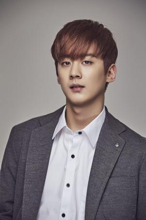 韓国アイドルグループ「TEENTOP」チョンジ(23)がミュージカル「偉大なるギャツビー」の主演にキャスティングされた。(提供:OSEN)