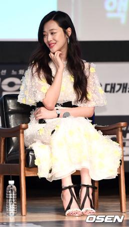 韓国ガールズグループ「f(x)」元メンバーのソルリが、熱愛報道から初めて公の場に姿を現した。(提供:OSEN)