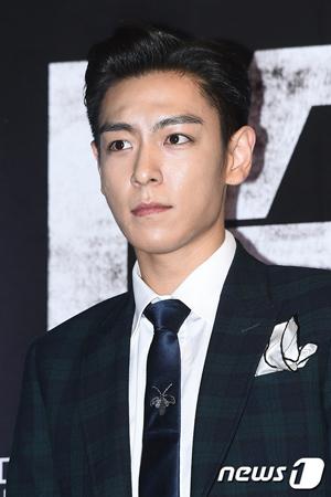 """""""大麻容疑""""T.O.P(BIGBANG)、予定より早く服務中の江南警察署へ復帰"""