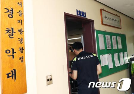 大麻吸引容疑で摘発された「BIGBANG」のT.O.P(29)が2日、定期外泊から予定よりも早い時間に部隊復帰し、夕食も抜きで内務班にて自粛中のようだ。(写真は江南警察署9階の警察楽隊 / 提供:news1)