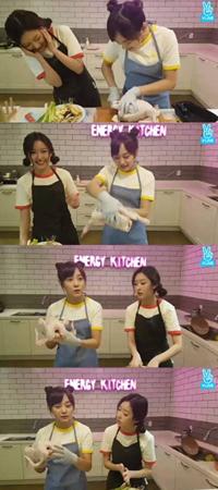韓国ガールズグループ「gugudan」メンバーのセジョンとミミが、参鶏湯(サムゲタン)作りに挑戦した。(提供:OSEN)