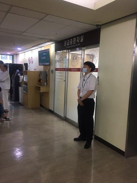 集中治療室の「BIGBANG」T.O.P、固く閉ざされたドアと警備員に守られ現在も治療中(画像:OSEN)