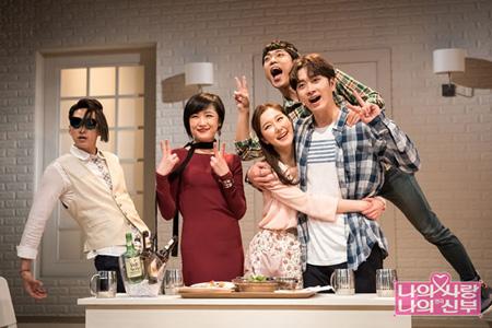 韓国アイドルグループ「2PM」ファン・チャンソン(27)が演劇舞台のデビュー作「私の愛、私の花嫁」の初公演を成功裏に終えた。(提供:OSEN)