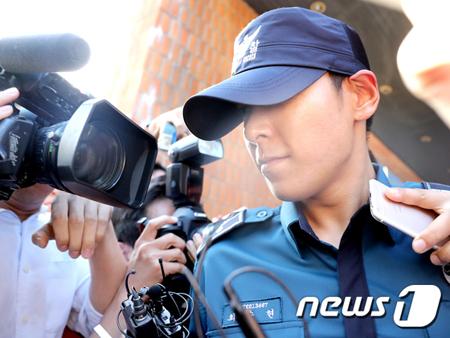 韓国男性グループ「BIGBANG」T.O.Pが薬物過剰摂取で集中治療室で治療を受けている中、T.O.Pの母親がきょう午後面会後、「とても良くなった」と明らかにした。(提供:news1)