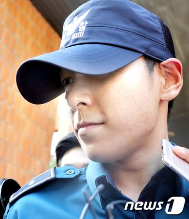 精神安定剤を大量に服用し、救急集中治療室で治療を受けて3日目となる韓国ボーイズグループ「BIGBANG」メンバーのT.O.Pの容態が好転している。近日に救急集中治療室を出られるとみられる。(提供:news1)