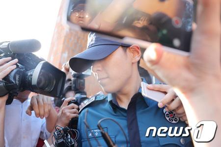 大麻吸煙容疑を受ける「BIGBANG」T.O.P(29、本名:チェ・スンヒョン)の義務警察としての職位が解除された。