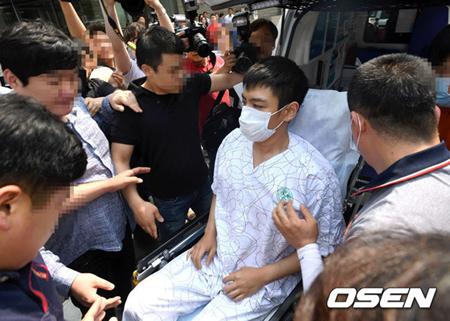 「BIGBANG」T.O.P(29)が9日午後2時30分ごろ、ソウル・梨花女子大学校医科大学付属木洞病院5階の集中治療室を出た。