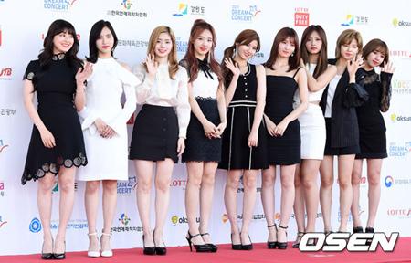 韓国ガールズグループブランド評判の6月ビックデータ分析結果、1位が「TWICE」、2位は「LOVELYZ」、3位が「Red Velvet」となった。(提供:OSEN)