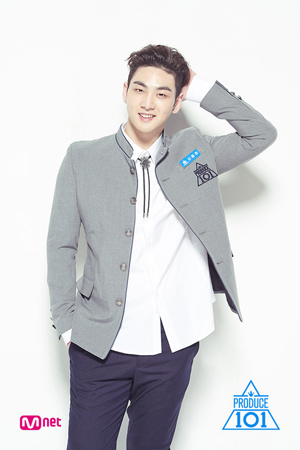 韓国Mnetの国民的ボーイズグループ育成番組「プロデュース101 シーズン2」にPLEDIS の練習生として出演したカン・ドンホ(ベクホ(NU'EST))が、9週目にして12位になった。(提供:news1)