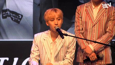 韓国ボーイズグループ「PENTAGON」メンバーのフイが作詞・作曲を手掛けた「プロデュース101」男性版の課題曲「Never」のヒットに、フイは「夢のようだ」と感想を述べた。(提供:news1)