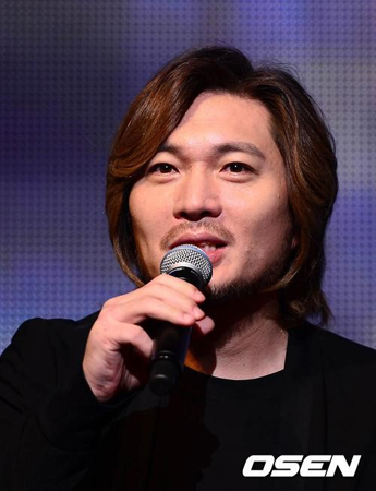 韓国歌手イム・ジェボム(53)の妻でミュージカル女優ソン・ナムヨン(享年45)が、ガン闘病の末に12日死去した。(提供:OSEN)